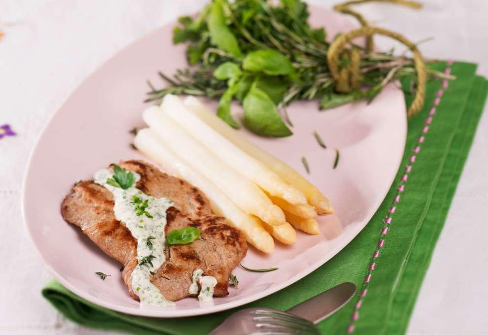 Kalbsschnitzel Mit Spargel Kochrezepte Von Kochen Kuche