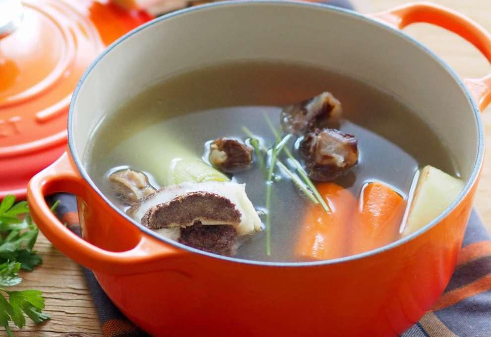 Wie man Hühnerdiät Suppe macht