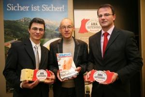 Dr. Peter Hamedinger (AMA Marketing Produktmanager für Milch und Milchprodukte), Ing. Franz Floss (Verein für Konsumenteninformation) und DI Martin Greßl (Leiter Qualitätsmanagment/AMA Marketing) sind von der Sicherheit des österreichischen Käses überzeugt.