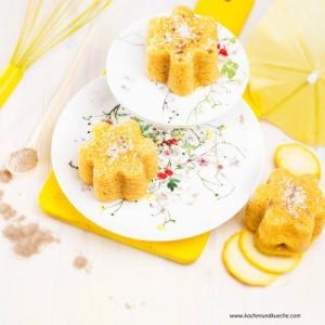 Gelbe Zucchiniküchlein mit Kokos und Kardamom