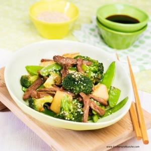 Grünes Wok-Gemüse mit Rindfleisch