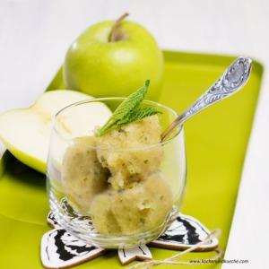 Sorbet aus grünen Äpfeln mit Melisse