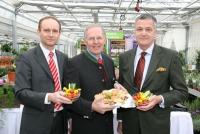 Robert Fitzthum (LK Wien), Gerhard Wlodkowski (LK Österreich) und Stephan Mikinovic (AMA Marketing) präsentieren die Top-Qualität des Wiener Gemüses