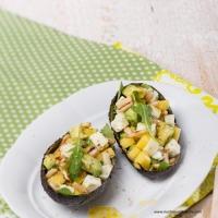 Avocado-Schafkäse-Mango-Salat mit fruchtiger Curry-Vinaigrette