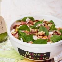 Bunter Nudelsalat mit Spinat, Mozzarella und Schinken