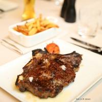 Dry-aged Steak mit Pommes frites
