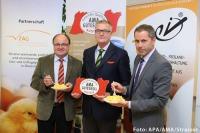 v.l.n.r.: Bgm. BB-Obm. Franz Karlhuber (Legehennenhalter in Wartberg an der Krems), Dr. Stephan Mikinovic (GF der AMA Marketing GesmbH), DI Benjamin Guggenberger (GF der EZG-Frischei).