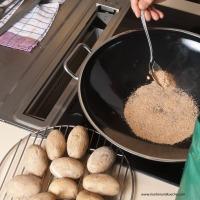 Erdäpfel | Kartoffeln räuchern mit dem Wok 3