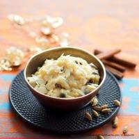 Kheer (Milchpudding mit Reis, Gewürzen und Rosinen)