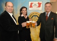 Sigi Menz & Christiane Wenckheim (Brauerei Ottakringer) mit Dr. Stephan Mikinovic (AMA Marketing)