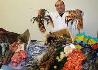 Lasar Chassidov, Geschäftsführer von EUROFISCH-Gourmet, präsentiert den ersten Fischsupermarkt Österreichs mit angeschlossenem Restaurant.